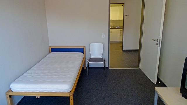 Malá posteľ s malým matracom