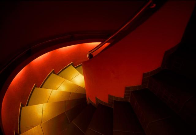 Schodisko, schody, červené